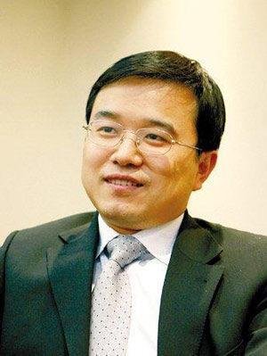 图为华夏基金副总经理、华夏大盘基金经理王亚伟 (资料图)
