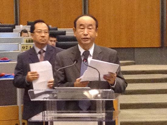 上图为中国石油和化学工业联合会常务副会长李寿生