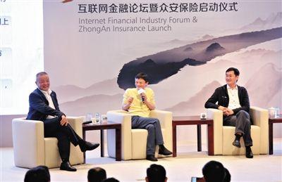 中国平安保险董事长马明哲(左)、阿里巴巴董事局主席马云(中)、腾讯CEO马化腾(右)