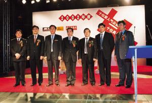 从左至右:获奖嘉宾张雷,昝圣达,熊建明,卢铿,傅军,丁健、刘积仁