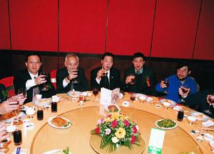 从左至右潘爱华、苏海、胡成中、孙广信、吴鹰