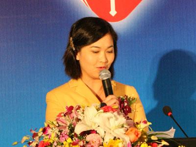 图为中央人民广播电台经济之声主持人晓菲.(图片来源:新浪财经)图片