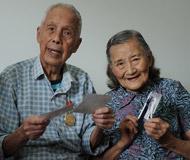 96岁伉俪讲述世纪情缘