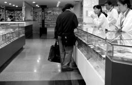 药企转嫁成本压力零售药店慎言涨价