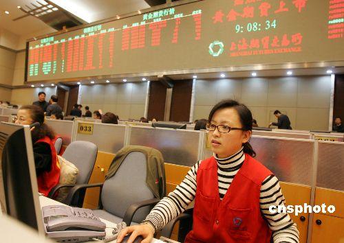 黄金期货上市首日上涨6.34%成交突破12万手