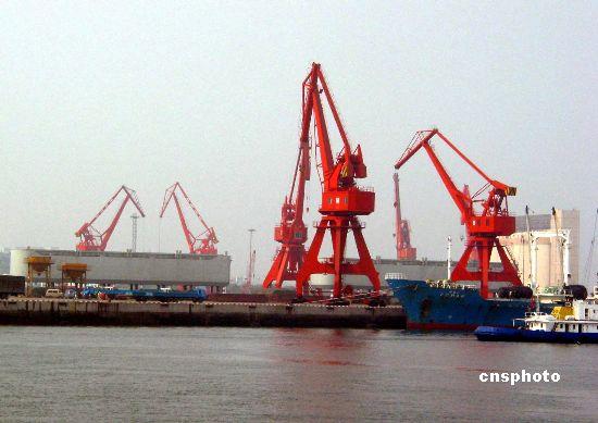 世界第十大港青岛港集装箱吞吐量缘何不降反增?