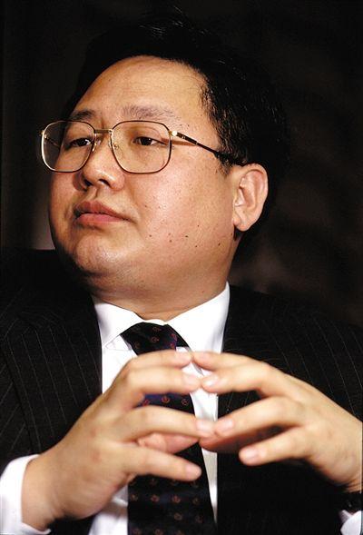 大连实德集团董事长徐明。