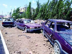 大兴旧宫镇9辆车停路边惨遭黑手