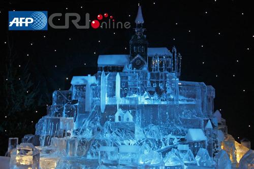 """法国巴黎冰雕艺术展上演""""冰雪魔法世界""""(组图)"""