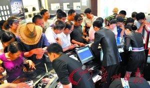 免税购物香港PK三亚:旗鼓相当 个别有差异
