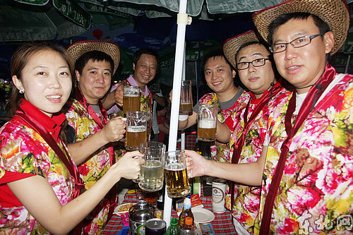 """""""醉美冰城"""":哈尔滨国际啤酒节开幕"""