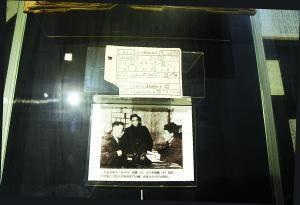末代皇帝溥仪的户口簿:补拍照片成为珍贵文物