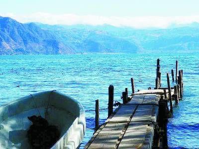 危地马拉阿蒂特兰 山水相连景色非凡(组图)