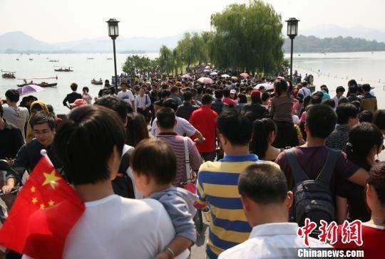 西湖免费十年杭州名利双收 旅游年收入增3倍