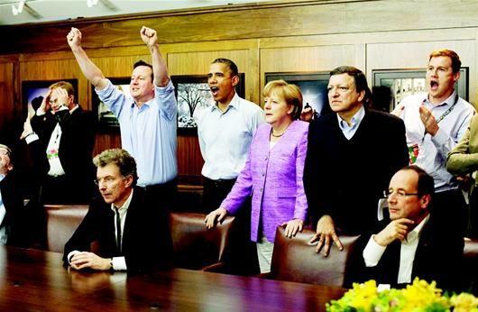 19日,英国首相卡梅伦、美国总统奥巴马、德国总理默克尔、欧盟委员会主席巴罗佐等观看英国球队切尔西与德国球队拜仁慕尼黑之间的欧洲冠军联赛决赛现场直播。 (新华社发)
