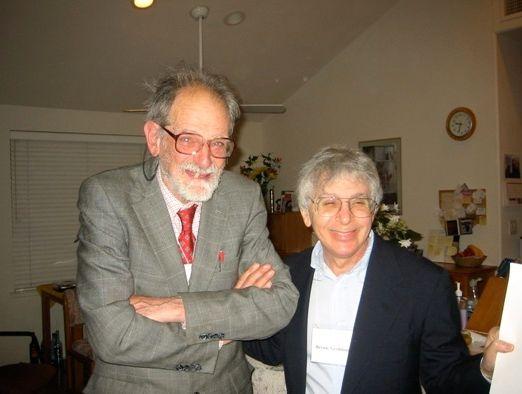 图为:罗伊德·沙普利(Lloyd Shapley)(左)。