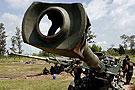 泰国士兵在架设大炮