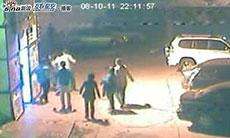 22点11分57秒左右:死者第三次殴打警察