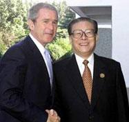 2001年江泽民在上海与布什首次举行会晤