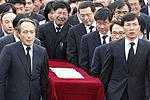 卢武铉遗体运抵家乡