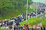 韩国民众前往卢武铉家乡悼念