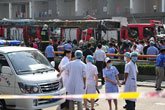 医护人员进行救援