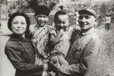 战争年代的邓小平夫妇和孩子们