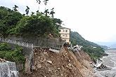 南投信义乡500米沿岸公路被毁