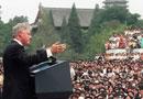 克林顿在北大向学生们讲话