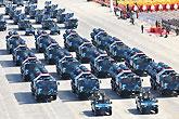 红-9地空导弹方队接受检阅