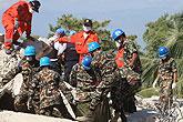 多国营救人员在海地实施救援