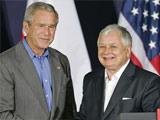 2007年与小布什握手