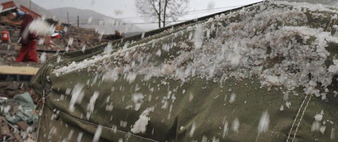 青海玉树地震灾区突降冰雹