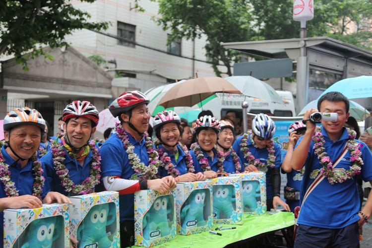 队伍抵达上海受到市民欢迎