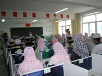 阿语班里学生在认真听课