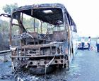 车辆被烧得只剩残骸