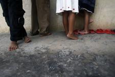 京华时报:海南黎寨贫困孩子的渴望