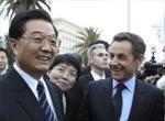 胡锦涛与法国民众交谈