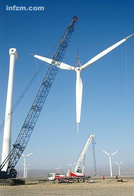 """在事故频发面前,""""风驰电掣""""发展的中国风机悬在空中。 (CFP/图)"""