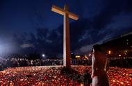 市民悼念遭遇空难波兰总统