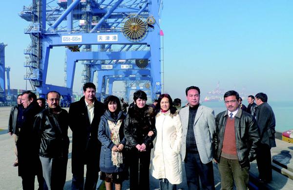 少数民族学员在天津新港