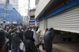 仙台市民排队购买日常物资