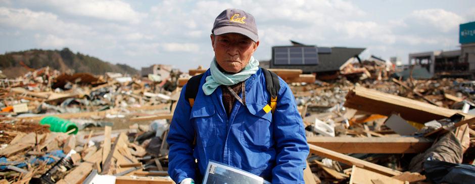74岁岩手老人搜寻地震中失踪妻子