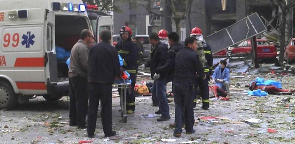 西安南郊大楼爆炸现场伤者救援