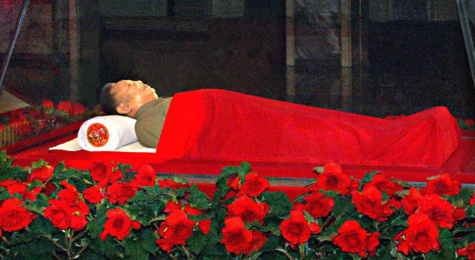 金正日遗体被安放在透明棺内