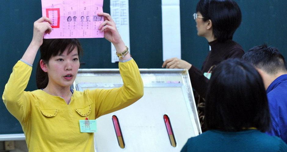 台湾地区领导人选举计票紧张进行