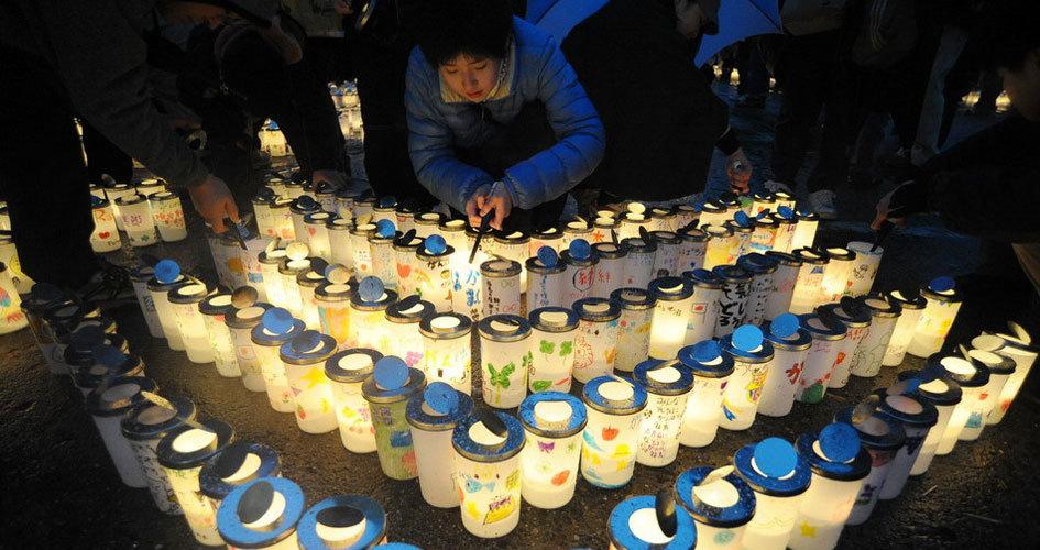 日本民众举行追悼仪式纪念311地震一周年
