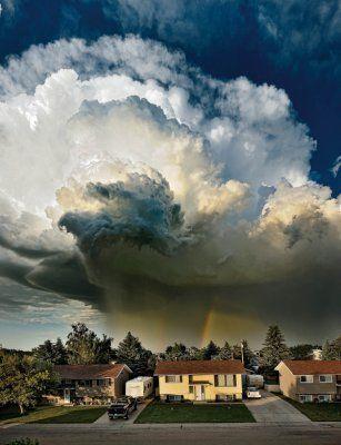 7月17日,加拿大Taber,这是暴风云即将形成龙卷风的恐怖景象