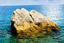 黄岩岛的标志――南岩