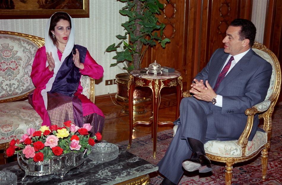 穆巴拉克接见访问埃及的贝布托